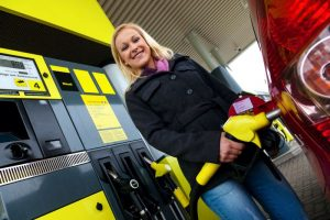 Fahrtkostenzuschuss Benzingeld Tankgeld Tankgutschein Friseur steuerfrei Lohn